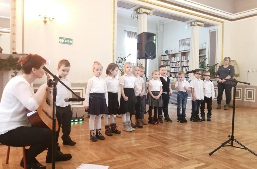 Niespodzianka dla Babć i Dziadków DPS w Cetuniu