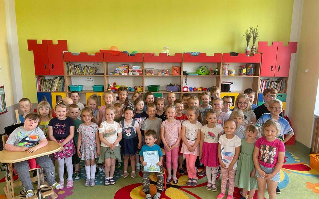 Milion dzieci modli się na różańcu – Certyfikat dla przedszkola